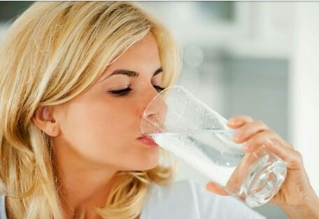 Penting Untuk Diketahui, Fakta Dan Mitos Terkait Manfaat Minum Air Hangat Biar Kamu Gak Salah Paham