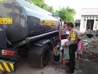 Beri Bantuan Air Bersih, KAPOLRES Mataram Disambut Baik Warga