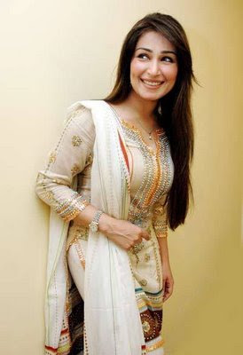 nake-pic-by-reema-khan-girls-touching