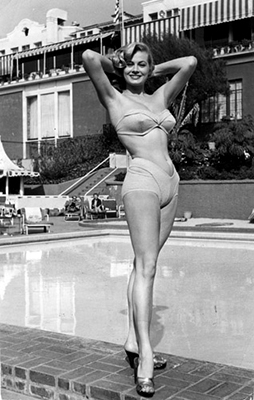 http://summers-in-hollywood.tumblr.com/post/148508192778/anita-ekberg-posing-by-the-pool-1950s