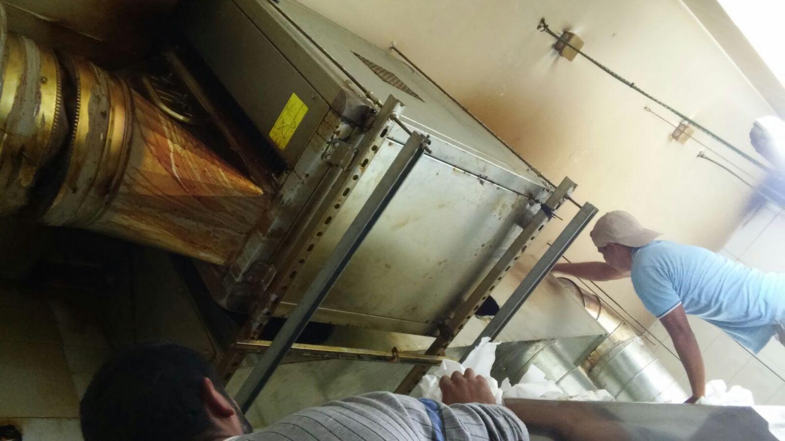 Motores y tubos de chimenea motores campanas extractoras - Salida de humos cocina normativa ...