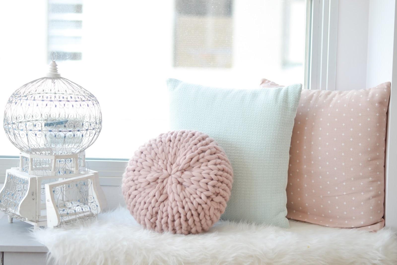 knitted xxl round pillow / Cojín redondo de punto xxl - Sofia Parapluie