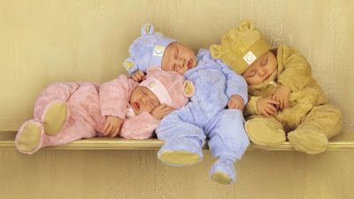 cute-three-babies-sleeping-on-eachother-pics