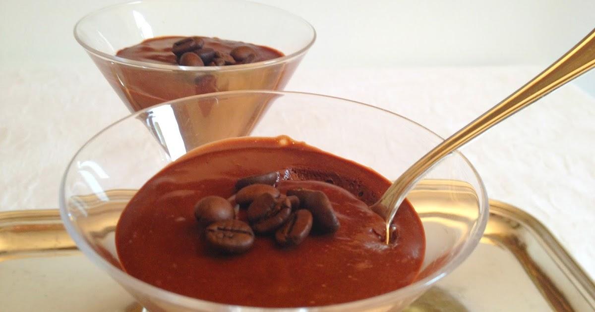 coppa di mousse al cioccolato profumata al caffè