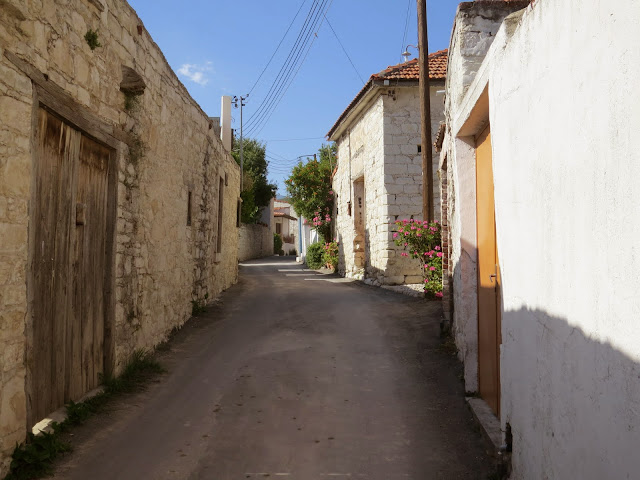 Cyprus Road Trip: the narrow streets of Laneia village
