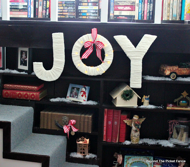 Christmas sign, Joy, craft, yarn, Michaels, http://www.beyondthepicket-fence.com/2016/12/12-days-of-christmas-day-11-warm-and.html