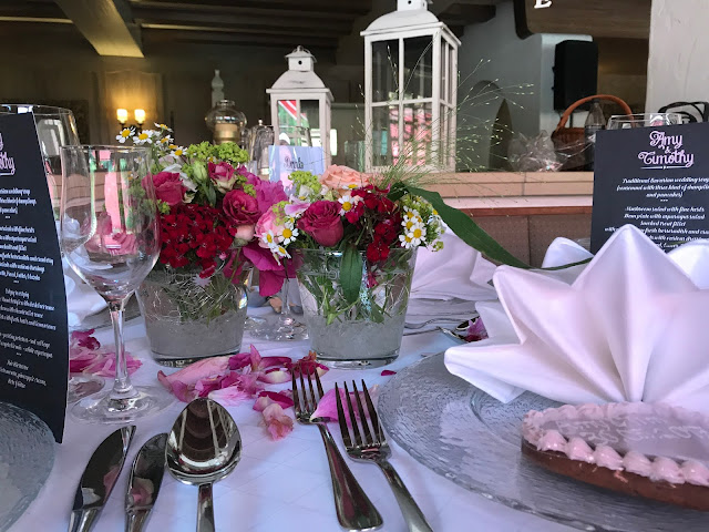 table decoration,  shades of raspberry and apricot, lake-side wedding in the Bavarian mountains, Garmisch-Partenkirchen, Germany, wedding venue Riessersee Hotel, wedding planner Uschi Glas, getting married abroad