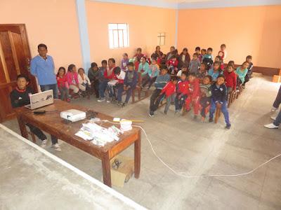 Am Spätnachmittag war dann mein Patenkind José, der Zahnarzt von Mojinete, zu einem Vortrag im neuen Pfarrzentrum in Esmoraca