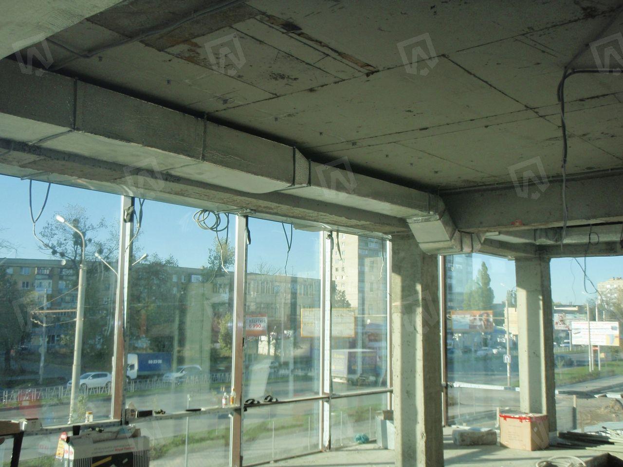 Теплоизолированные воздуховоды приточно-вытяжной вентиляции перед началом отделочных работ