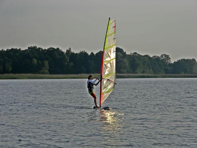 sporty wodne na jeziorze sławskim, wypoczynek
