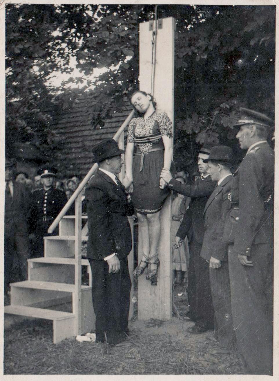Women hanged by nazis