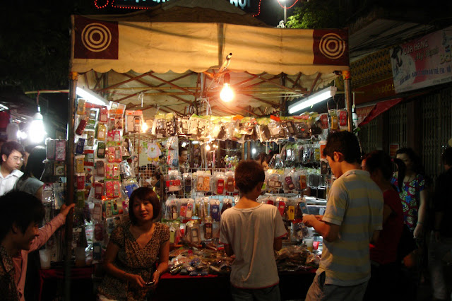 3 night makets in Hanoi which you shouldn't miss 1
