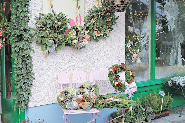 Shabby chic vintage Christmas interior decorations