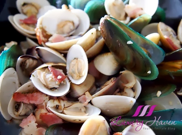 clams mussels pot in white wine recipe