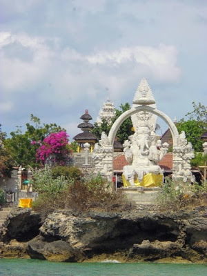 Pura Ganesha di Pulau Menjangan.