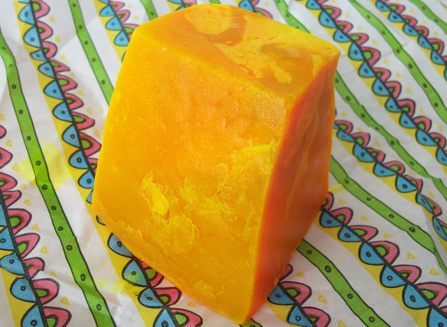 Lush, solid soap, vegan product, cruelty free, orangy scent, citrus fruits, mandarin, hand soap, review, bath and body, bath products