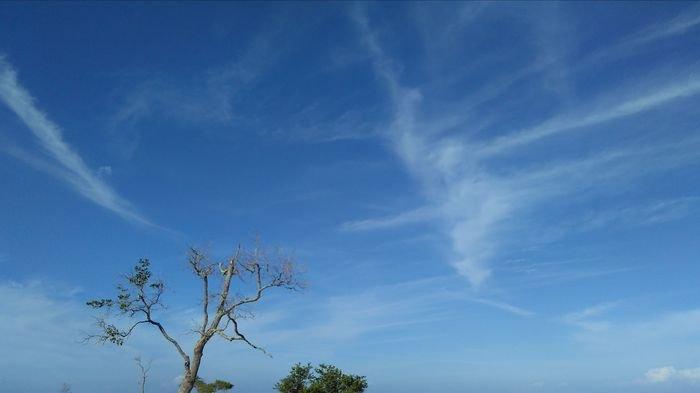 Diam Jangan Bergerak, Langit Sedang Bagus - Pidi Baiq