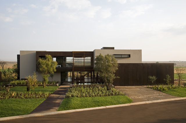 Modern Serengeti House by Nico van der Meulen Architects as seen from the street