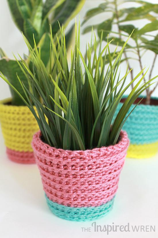 Joyful crochet planter cover, reminds me of bright rainbow sherbet -- perfect for summer! | The Inspired Wren