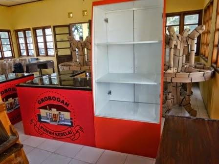 etalase makanan kantin dinas pertanian purwodadi