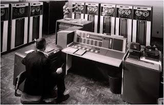 Komputer Generasi Kedua : Perkembangan, Ciri, dan Komponennya