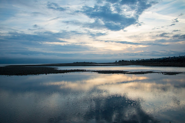 Picture of the sunrise on the beach in Parksville, Vancouver Island, BC, Canada