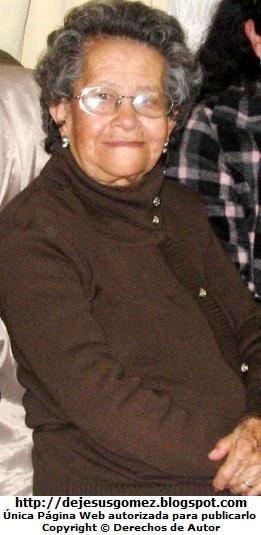 Foto de anciana sonriendo por Jesus Gómez