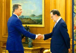 """""""Acepto el encargo"""", dijo Rajoy al indicar en rueda de prensa que el rey le encomendó """"que intente la investidura a la presidencia del gobierno"""" tras las legislativas del 26 de junio."""