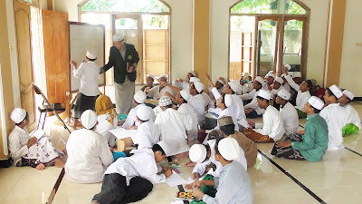 UKM ELC Kembangkan Bahasa Inggris di Ponpes al Hamidi al Hasani Pamekasan Madura