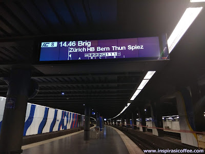 Peron Keberangkatan Stasiun Zurich Flughafen