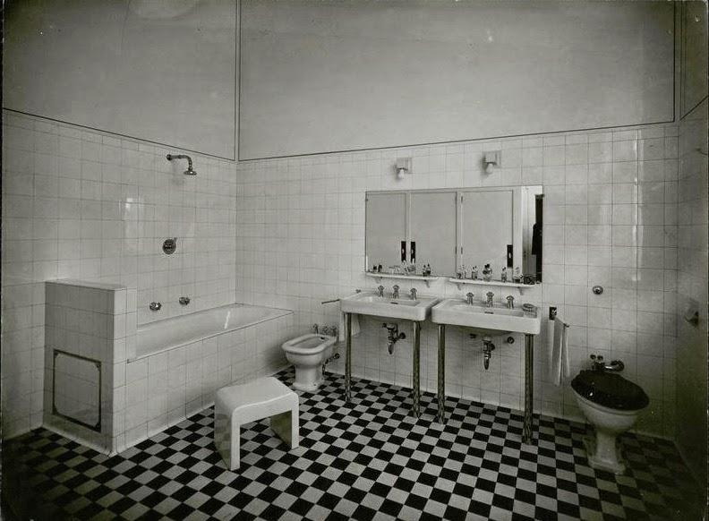 le blog des amis de la villa cavrois la salle de bains du puin des jeunes hommes. Black Bedroom Furniture Sets. Home Design Ideas