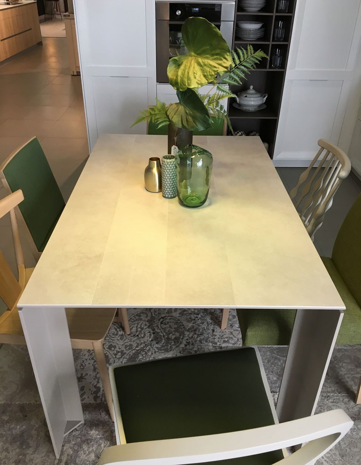 Muebles verge vive la mesa tavole en la cocina - Acana interiorismo ...