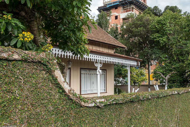 Casa Dalla Stella - detalhe com destaque para os lambrequins