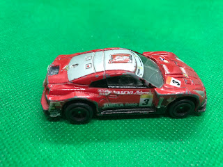 NISSAN GT-R RACING のおんぼろミニカーを側面から撮影