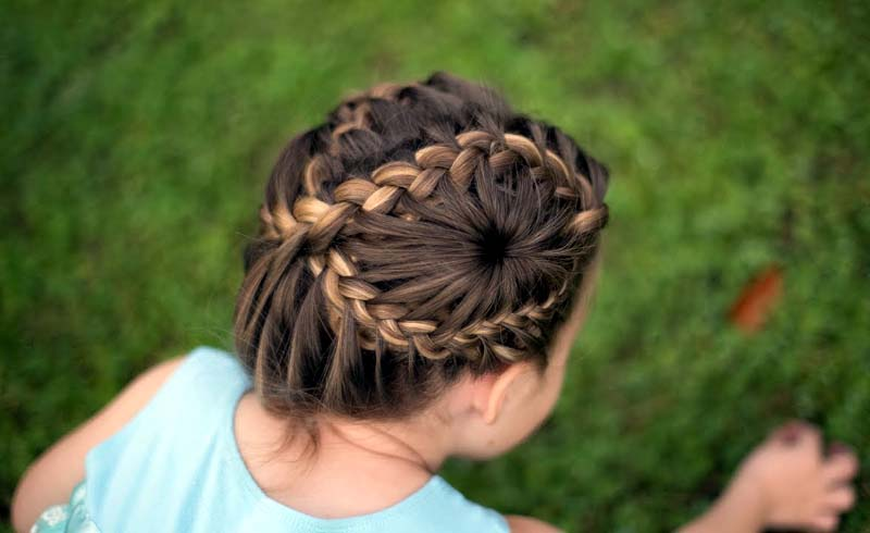 An Unusual but Eye-catching French Braid For Exclusive Hairstyle