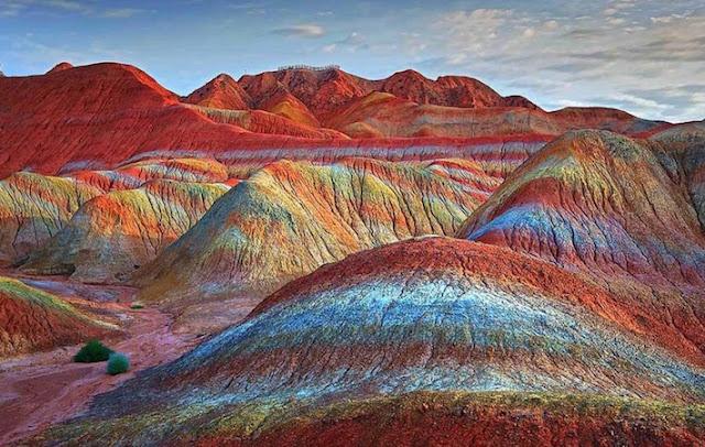 Inilah Rainbow Mountain (Gunung Pelangi) Bukti Kebenaran dan Mukjizat Al-Qur'an