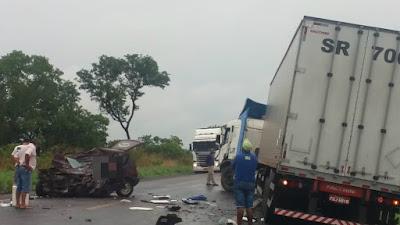 Pai e filho morrem em acidente na BR-153