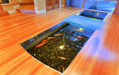 Contoh Taman Dalam Rumah Minimalis Dengan Kolam Ikan Mini Berbentuk Parit