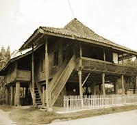 Keunikan-Sejarah-Rumah-adat-Tradisional-Nuwo-Sesat-Daerah-Lampung