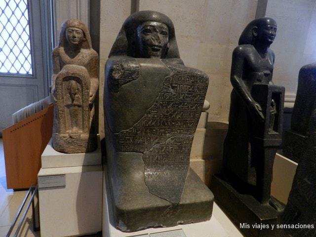 Figura de Hapouséneb, Museo del Louvre, París
