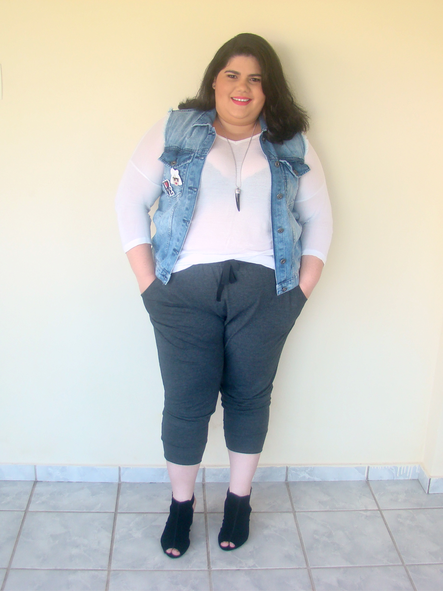 look plus size calça jogger colete jeans gorda na moda gordinha fashion ootd estilo ootn