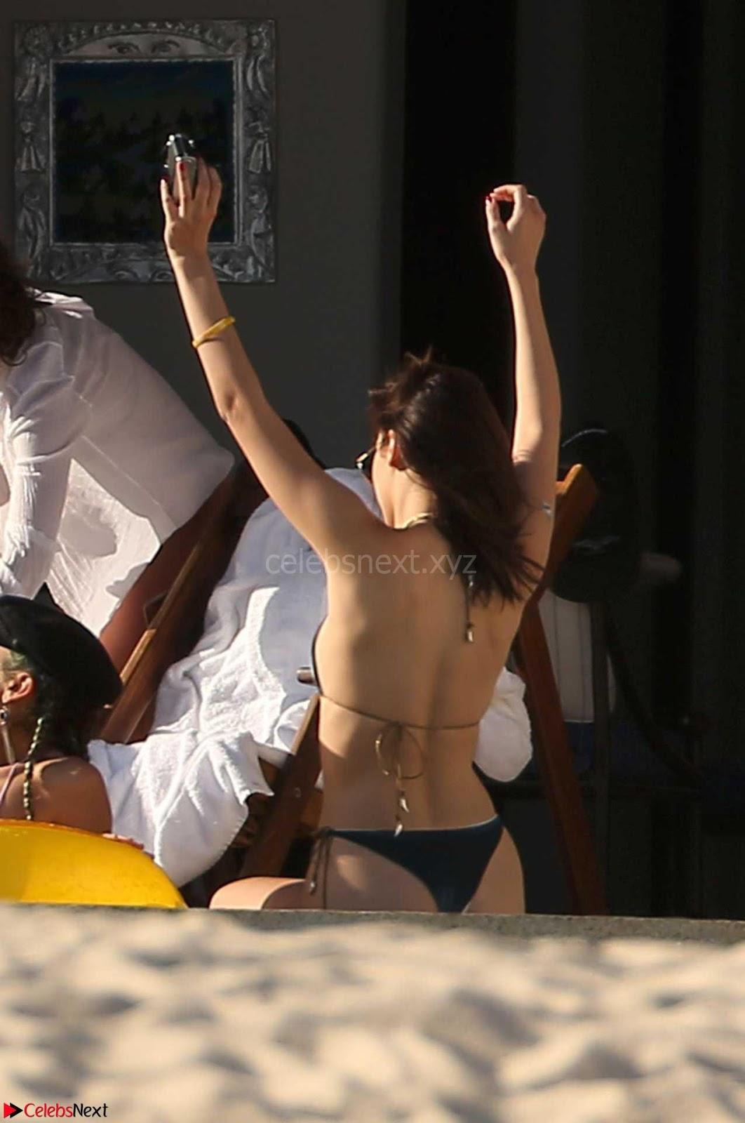 Bella-Hadid-6+SexyCelebs.in+Bikini.jpg