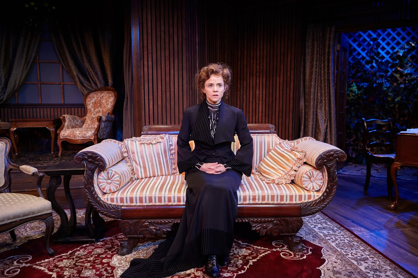 a comparison of ibsens characters hedda gabler and ghosts How does henrik ibsen's use of the huldre in hedda gabler influence the characters of the story the gender roles of women in victorian norway differ from today's standards, but, nonetheless, are still somewhat upheld.