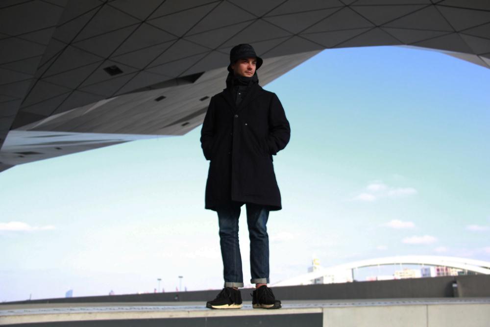 Comment porter un manteau lon quand on est un homme de petite taille