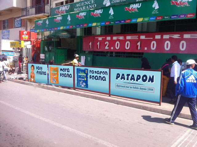 Panneaux publicitaires Patapon à Analakely, Antananarivo