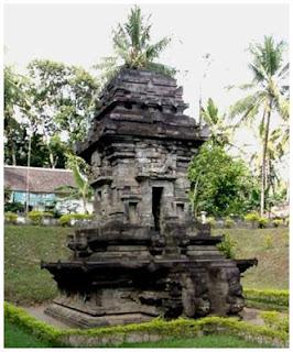 Candi Sawentar. Blitar, Jawa Timur.