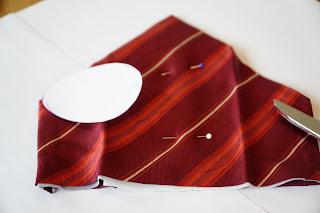 Vorlage auf die Krawatte übertragen