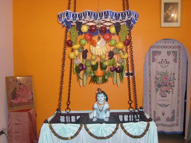 krishna-janmashtami-mandir-decoration-at-home