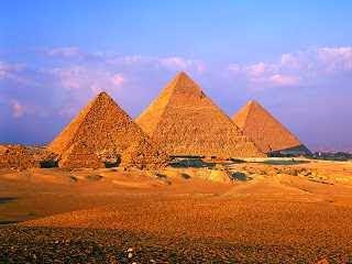 10 Bukti Eksistensi Alien Pada Kebudayaan Kuno, piramid giza