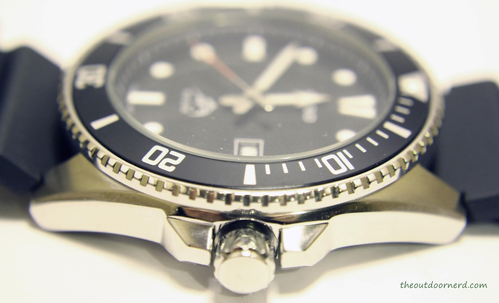 Casio MDV106-1A Diver's Watch: Side View of Case